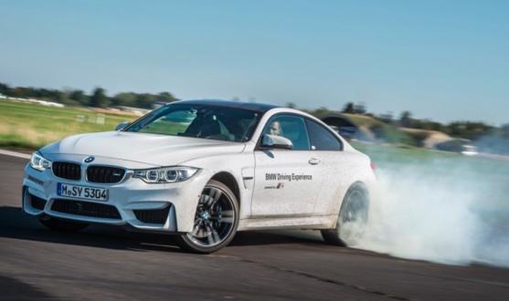 Abbildung 1: Übersteuern eines BMWM4 auf einer Teststrecke.