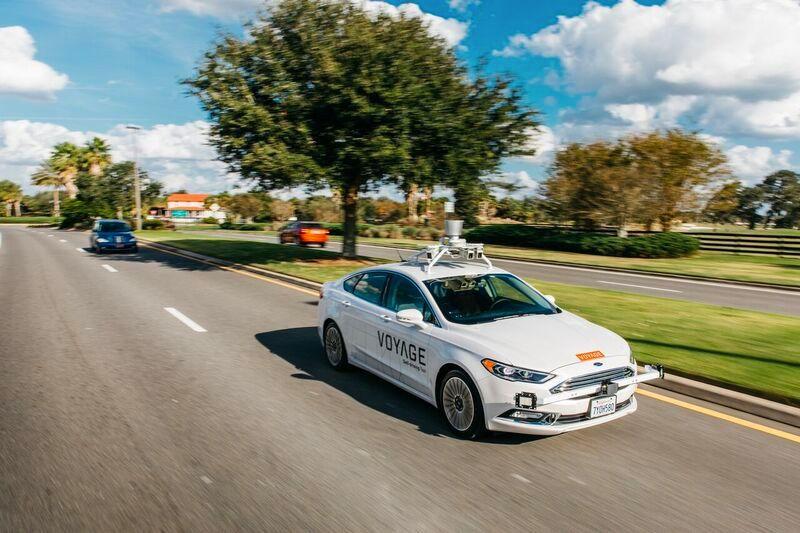 Abbildung 1: Ein selbstfahrendes Voyage-Taxi im Einsatz in der Siedlung The Villages in Florida.