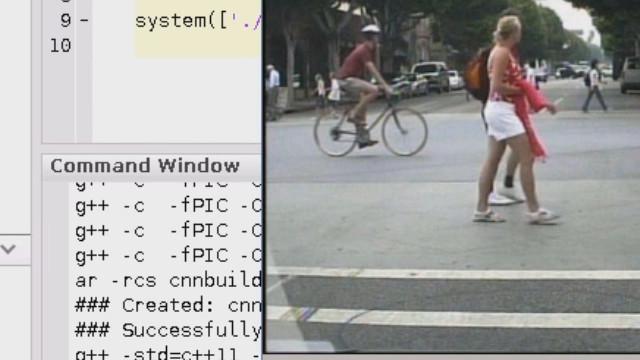 Generieren Sie in MATLAB Code aus einem trainierten neuronalen Netz für Intel-Prozessoren und sehen Sie, wie das Netz für die Fußgängererkennung auf einem Intel Xeon E5 v3-Prozessor unter Verwendung der MKL-DNN-Bibliothek mit etwa 30 fps läuft.